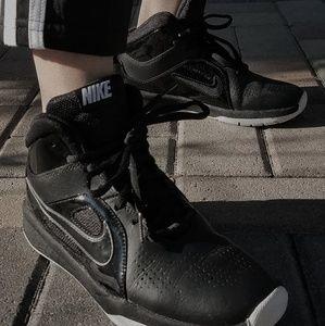 Nike Team Hustle Athletic Basketball Shoes